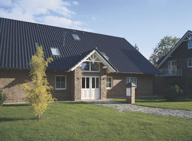 Einfamilienhaus-eingedeckt-mit-Achat-12V-in-Anthrazit-1